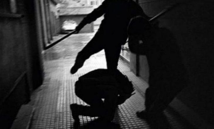 Përleshje mes pesë personave në Prishtinë, përdoret edhe arma e zjarrit
