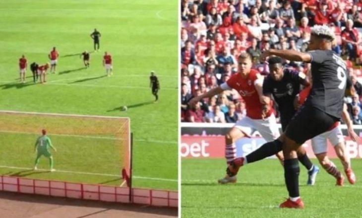 A është kjo penalltia më qesharake që keni parë ndonjëherë (VIDEO)
