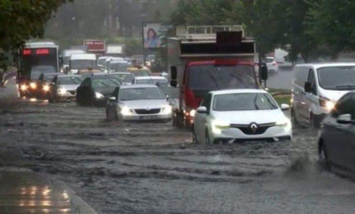 Përmbytet Stambolli – Një person i vdekur