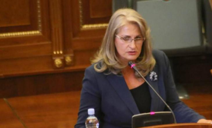 Deputetja e AAK-së: Mustafa bashkë me Thaçin do ta hiqnin taksën për të biseduar me Serbinë