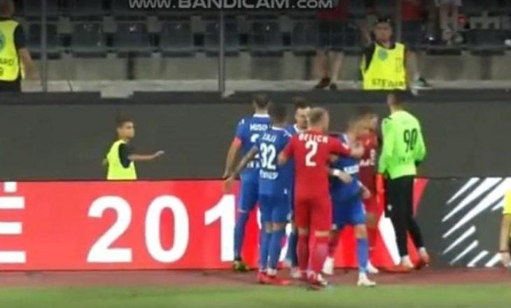 Lojtari i Kukësit kapet me tifozët e Partizanit – momenti i incidentit
