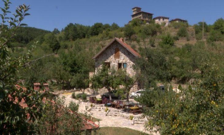 Fshati që gjallërohet një herë në vit