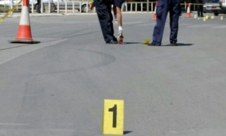 Fushë Kosovë, vetura godet dy këmbësorë