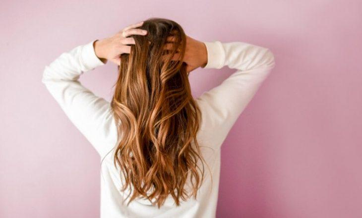 Rregullim i përsosur i flokëve për ditët kur nuk dini se çfarë të bëni me ato