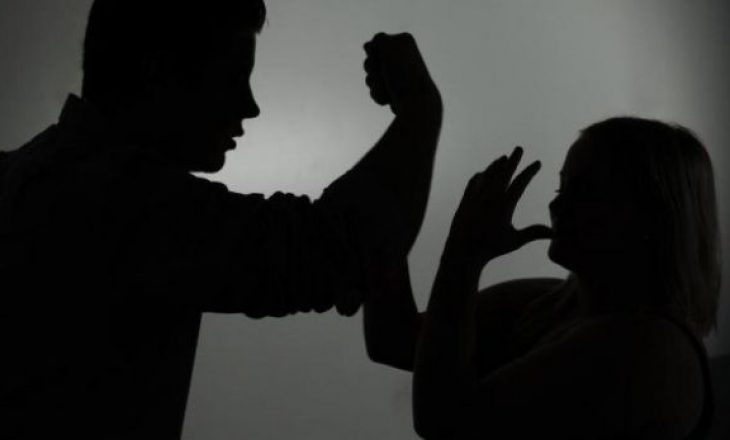 Burrë e grua rrihen mes vete në Prizren