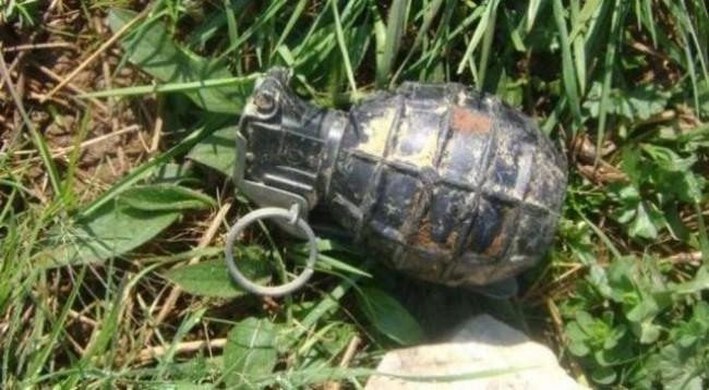 Gruaja nga Gjilani i gjen tri granata dore
