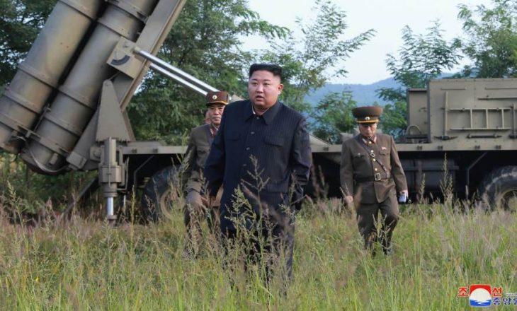 Kim Jong Un personalisht e ka udhëhequr provën e lëshuesit të shumëfishtë të raketave