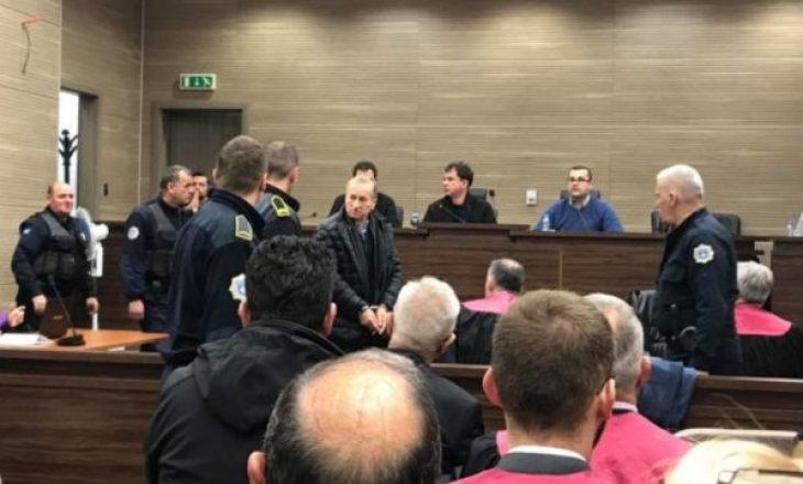 """Gjykimi ndaj Azem Sylës dhe të tjerëve në rastin """"Toka"""" mbyllet për publikun"""