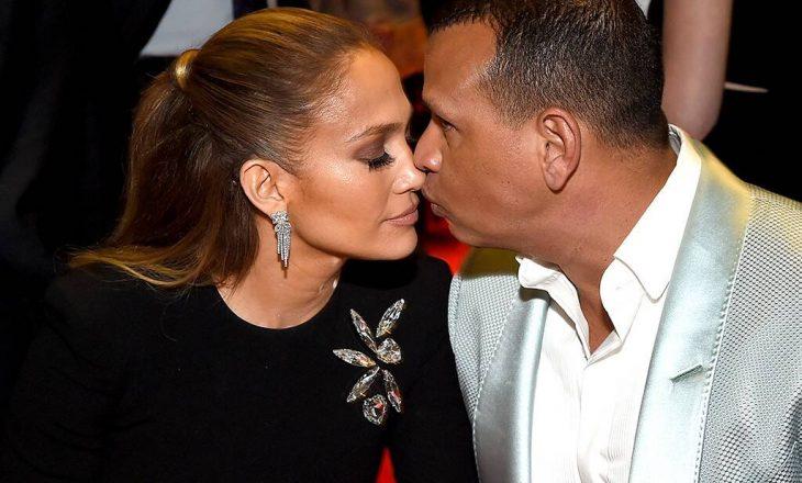 Jennifer Lopez publikon fotografi intime me të dashurin e saj