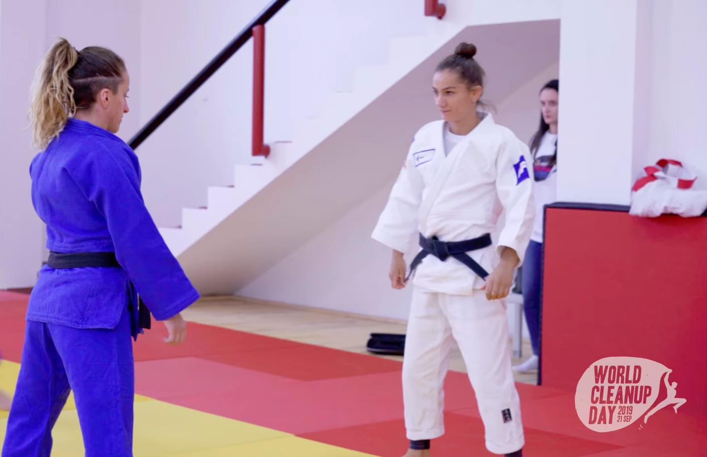 Kampionët e xhudos në përkrahje të fushatës  Let s Do It Kosova