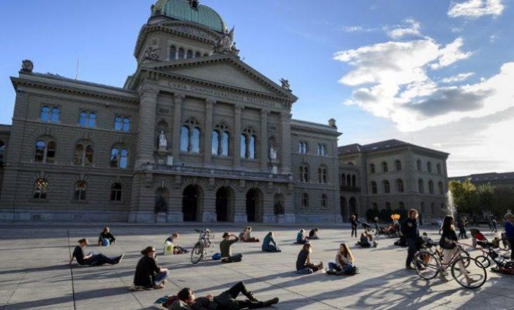 Politikanët zviceranë fitojnë miliona euro në vit nga këshillat për sektorin financiar