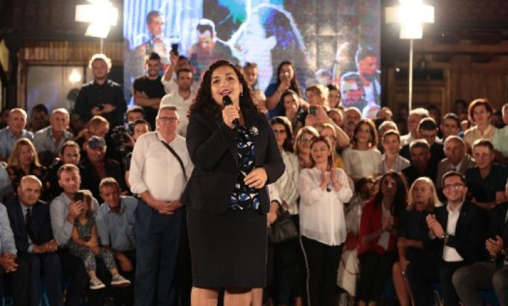 """""""Ta ndalim zbrazjen e Kosovës"""", Vjosa Osmani """"harron"""" që më së shumti ikën në kohën e Mustafës"""