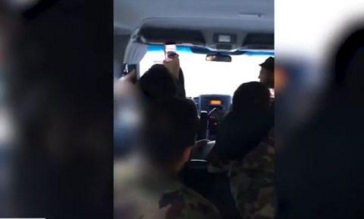 """Ushtarët zviceranë këndojnë këngën """"Xhamadani vija vija"""""""