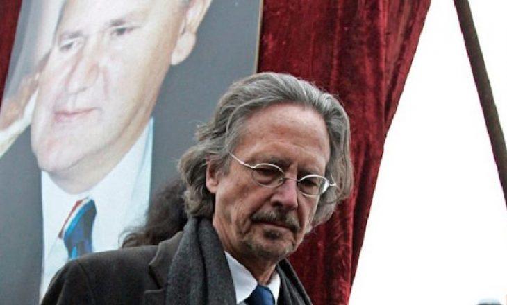 U kritikua ashpër që mbështeti Millosheviqin, Handke thotë se kurrë nuk do t'iu përgjigjet gazetarëve