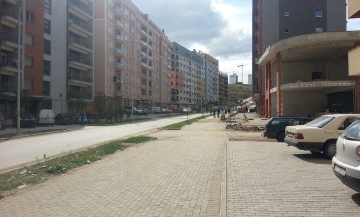 """""""Kanë bërë provokime të ndryshme"""" – flasin banorët e lagjes Emshir ku u arrestua serbi për krime lufte"""
