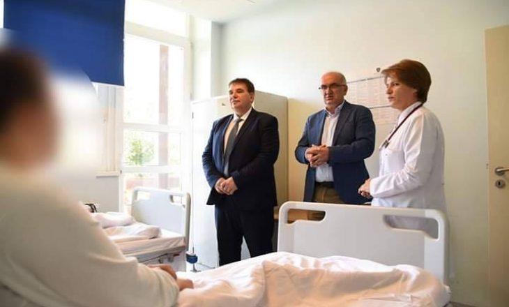 Drejtori i SHSKUK-së tregon se kur do të dalin nga Klinika Infektive zyrtarët e KQZ-së