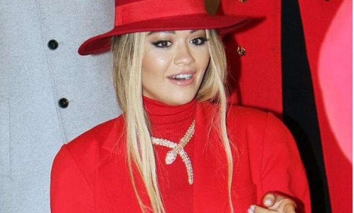 Në të kuqe, Rita Ora sfilon për markën e njohur në Moskë: Nëna ime ka studiuar këtu me pëlqejnë shumë gjëra