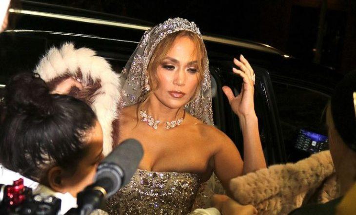Jennifer Lopez del rrugëve me fustanin përrallor të nusërisë