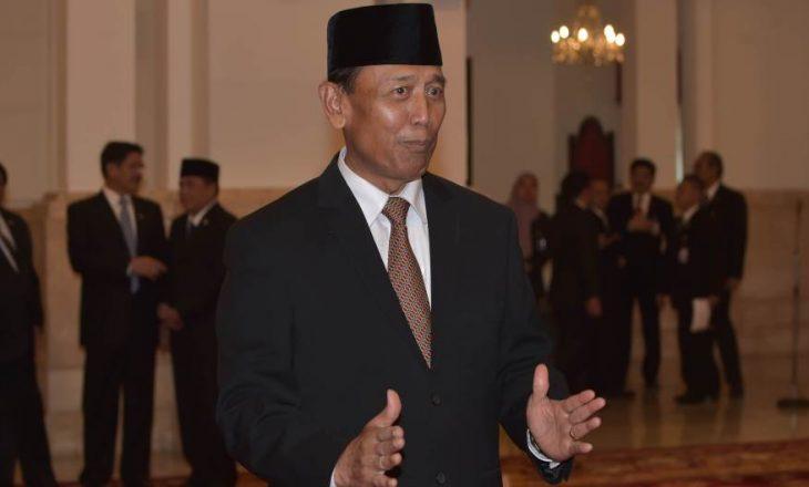 Një ministër i Indonezisë sulmohet me thikë, janë arrestuar dy persona