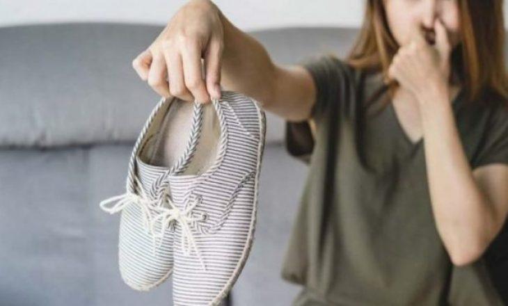 Si të largoni aromën e keqe nga këpucët tuaja