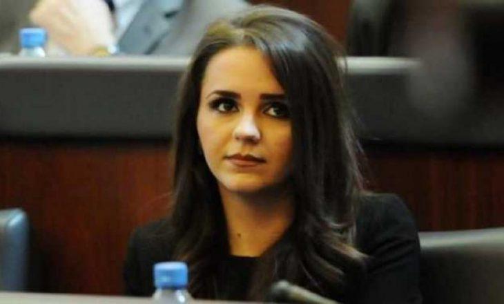 Teuta Rugova 'harron' politikën, shijon jetën private