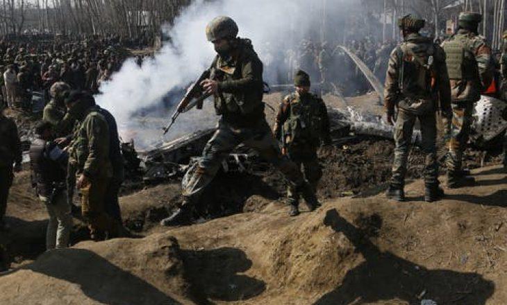 India dhe Pakistani fajësojnë njëri-tjetrin për granatimet në Kashmir