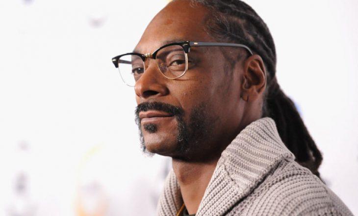 Snoop Dogg me shkrim prekës për nënën e tij në spital