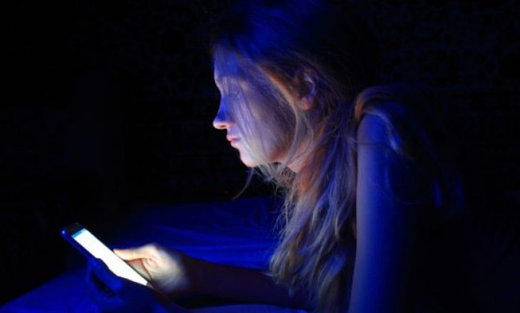 Ekspozimi ndaj dritës së kaltër të ekraneve përshpejton plakjen