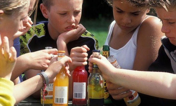 Facebook, fëmijët e interesuar për lojërat e fatit dhe alkoolin