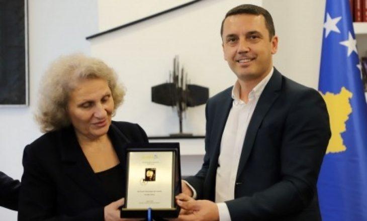 Aktori Hadi Shehu nderohet me pullë postare