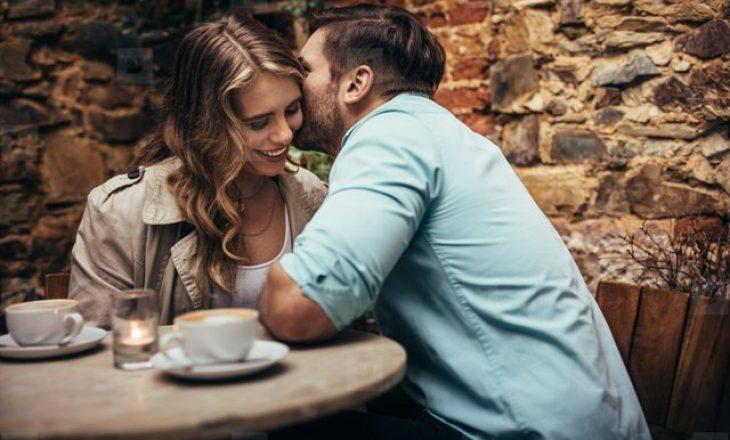 Meshkujt nuk flasin, por dërgojnë sinjale, ja çfarë bëjnë kur kanë rënë në dashuri me ju?