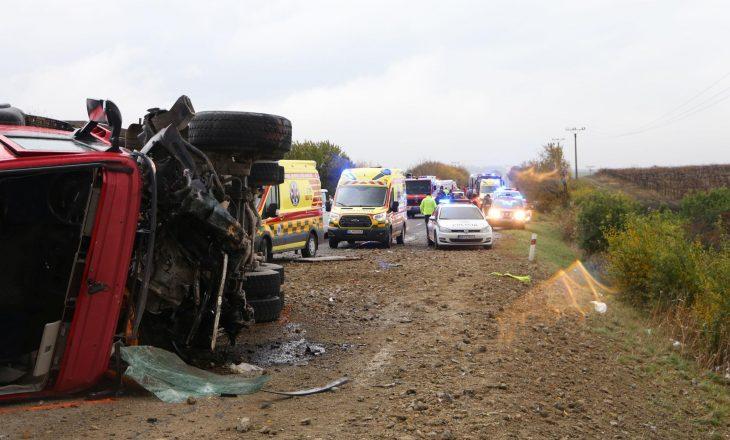 Përplaset kamioni me autobusin, 12 të vdekur