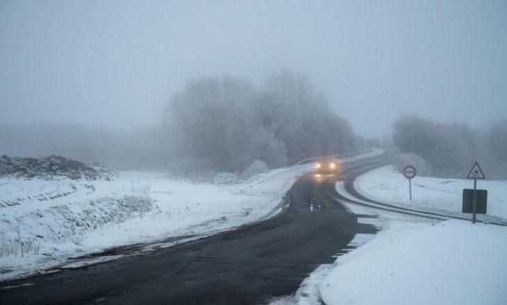 Të vdekur dhe mungesë rryme nga reshjet e dendura të borës në Francë