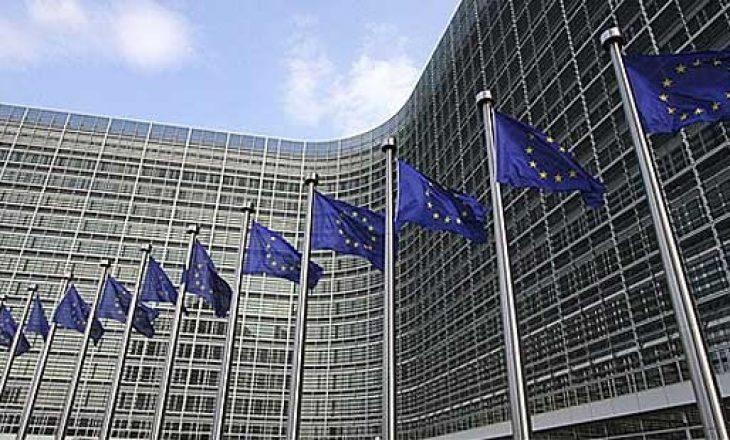 Hoti takohet me zyrtarin e lartë të BE-së
