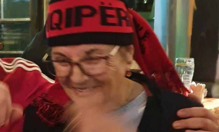 Nëna 76-vjeçare e ish-deputetit kosovar shkon në Tiranë për ta shikuar ndeshjen e Shqipërisë