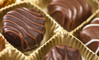 Edhe një margaritar i medieve serbe: Janë gjetur çokollata në shitoret serbe në formë të Shqipërisë së Madhe