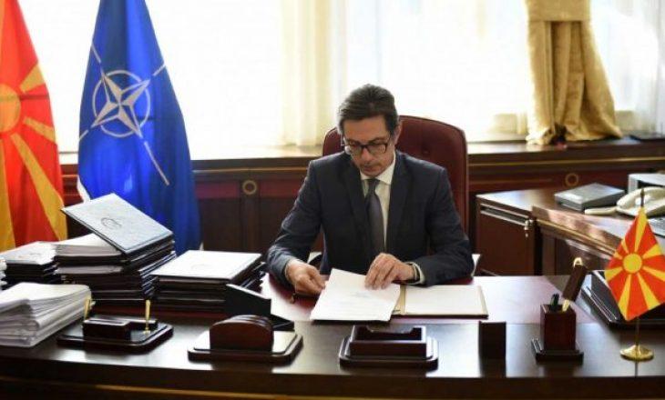 Presidenti i Maqedonisë së Veriut e uron në shqip Vjosa Osmanin