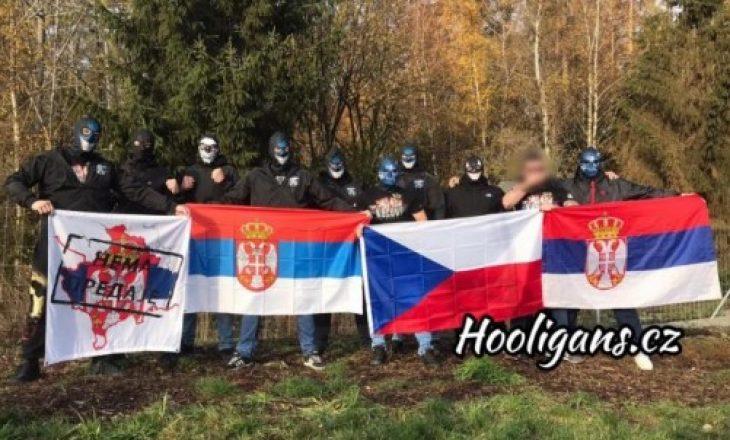 Ultrasit Çekë e Serbë marrin përgjegjësinë për sulmet ndaj tifozëve të Kosovës