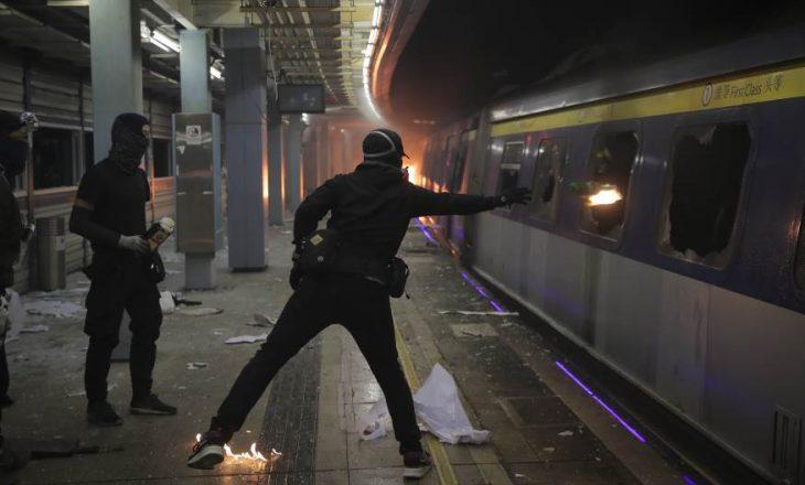 Bastisje në një kampus në Hong Kong, dyshohet se atje përgatiten koktej Mollotovi
