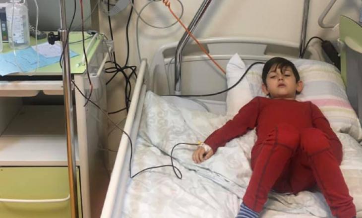 Familja Shoshi kërkon ndihmë për shërimin e djalit të vetëm