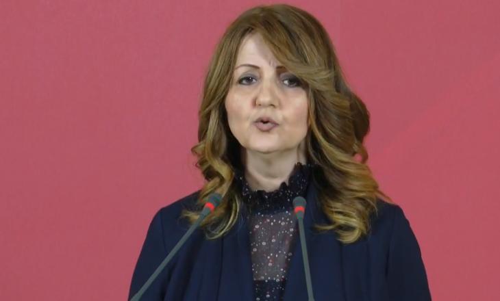 Deputetja Kollçaku dhuron një pjesë të pagës për familjen e gruas nga Istogu që vdiq nga koronavirusi