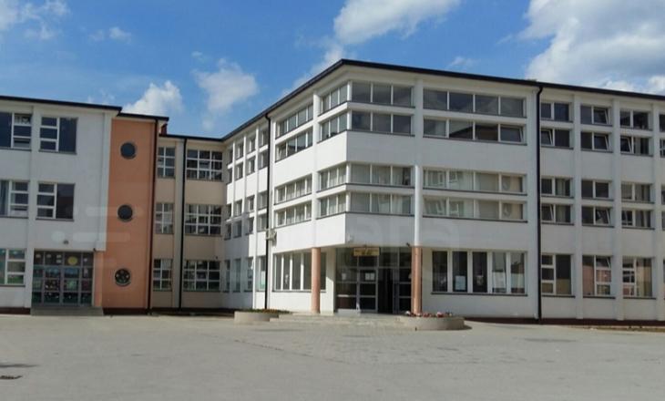 'Ulu se ta qorroj syrin', nxënësit e një shkolle në Prishtinë tregojnë si po kërcënohen e dhunohen nga mësuesja