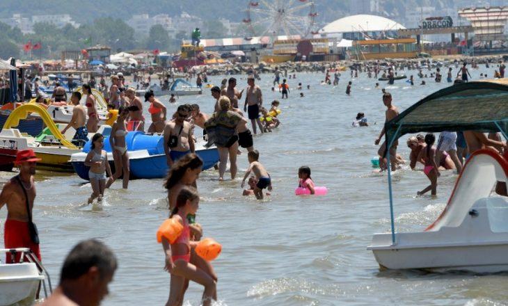 Turistët më dorëlëshuar në Shqipëri janë italianët, më dorështrënguarit kosovarët