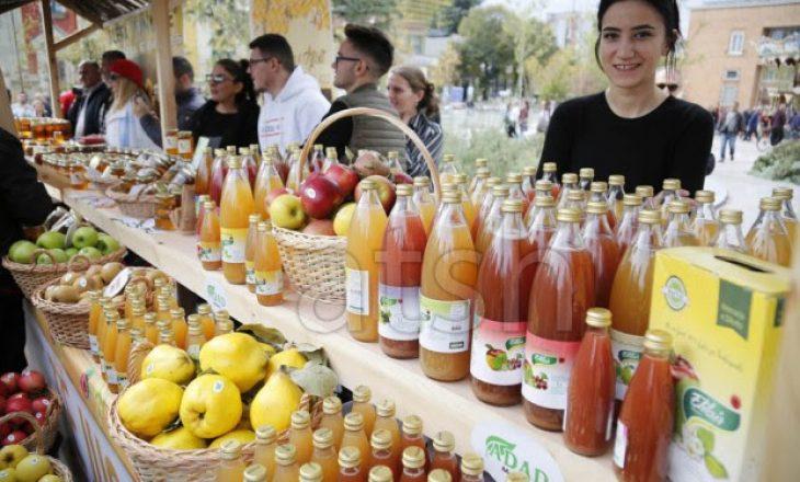"""Panairi """"Shqipëria punon tokën"""", sjell produktin shqiptar më afër konsumatorit"""