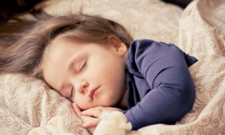Sa gjumë i nevojitet fëmijës në periudhën e caktuar për zhvillim