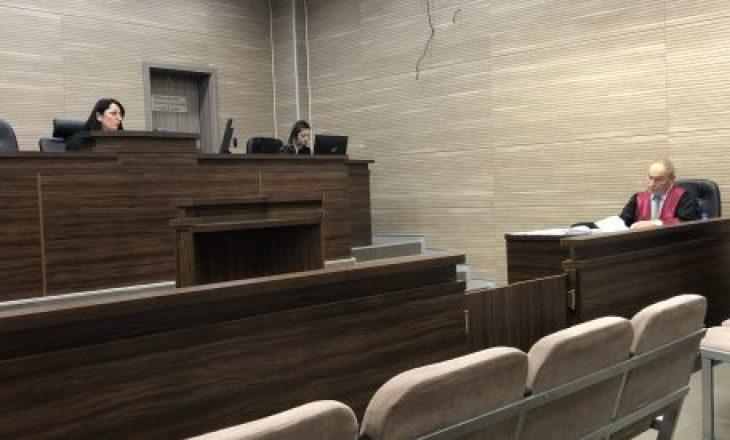 Gjykata urdhëron gruan e kthyer nga Siria në Kosovë ta heqë burkën gjatë seancës