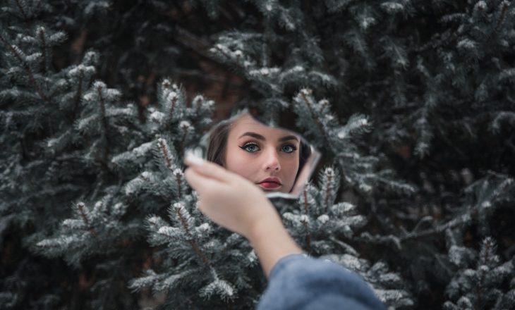 Këto 6 tipare e bëjnë një grua më kërcënuese ndaj grave të tjera