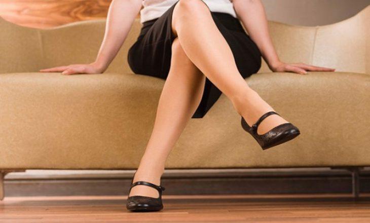 Ulja me këmbë të kryqëzuara është e dëmshme për shëndetin