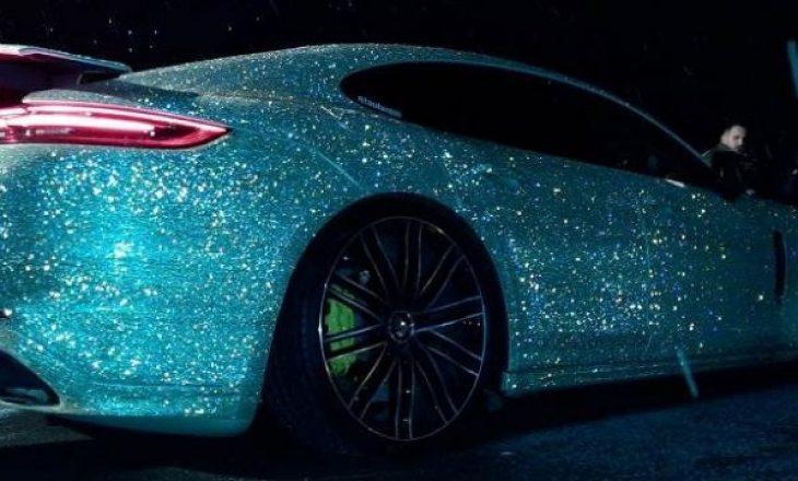 Prizrenasi e vesh veturën e tij me 2.1 milionë kristale Swarovski