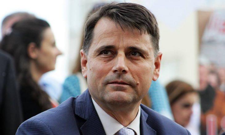 Kosova në fund të PISA-s, por rektori Bajram Kosumi blen telefon 1000 euro